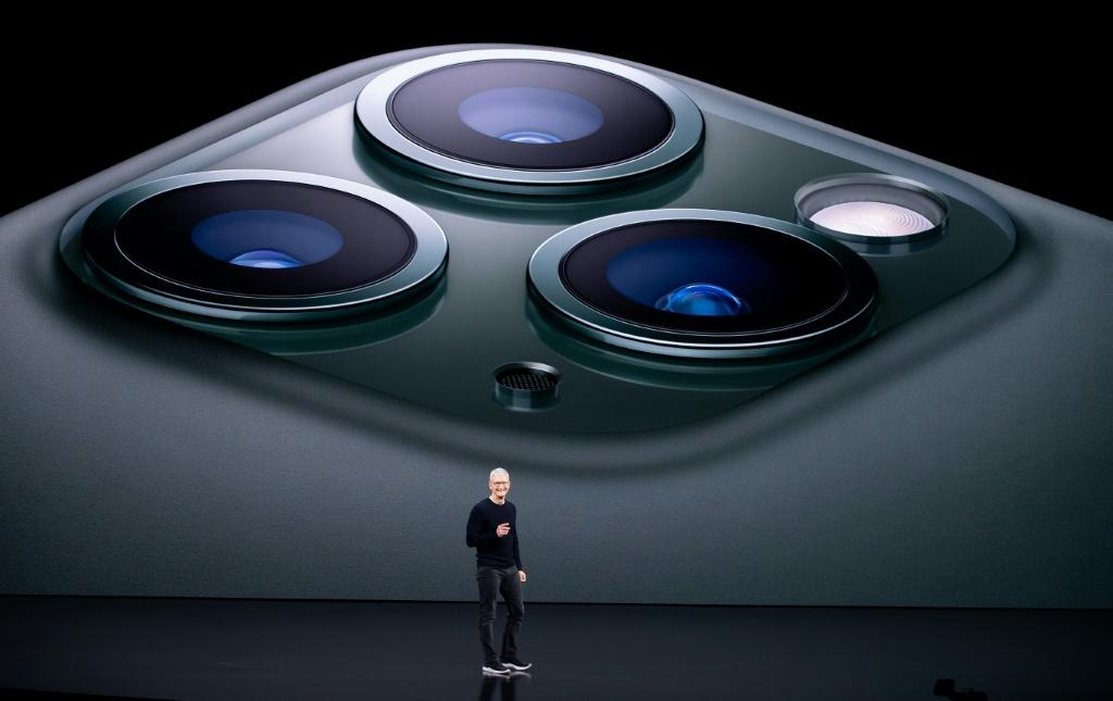 Tim cook presenting new iPhone.